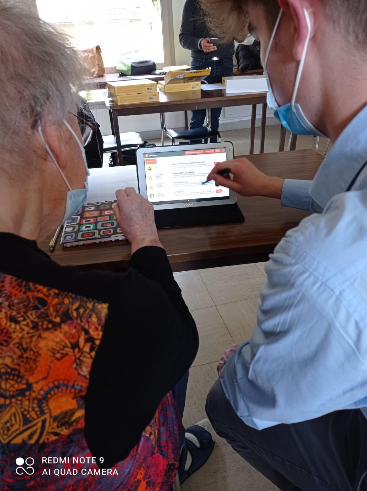 Présentation à nos Ainés de la Tablette Ardoiz