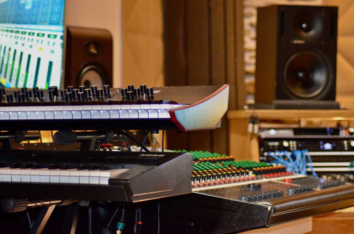 photos of the recording studio by Frédé on April 11, 2021