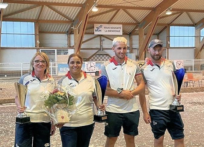 Les finalistes du Championnat du Rhône doublette mixte à pétanque - 19/20 juin 2021