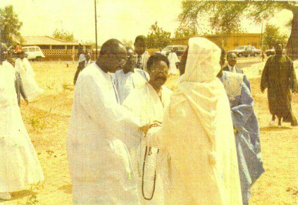 les regrettés Baye Djily MBAYE (à gauche), Omar BONGO Ondimba du Gabon (au milieu) et Serigne Abass SALL (à droite)