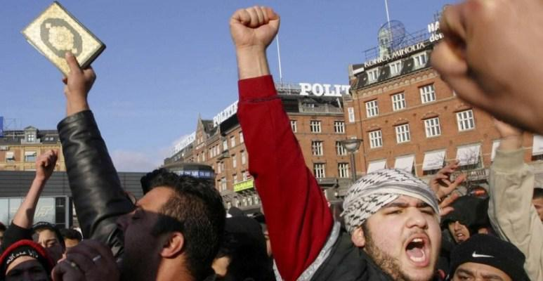 مسلمو الدنمارك يحتشدون في مسيرة نصرة للقرآن الكريم