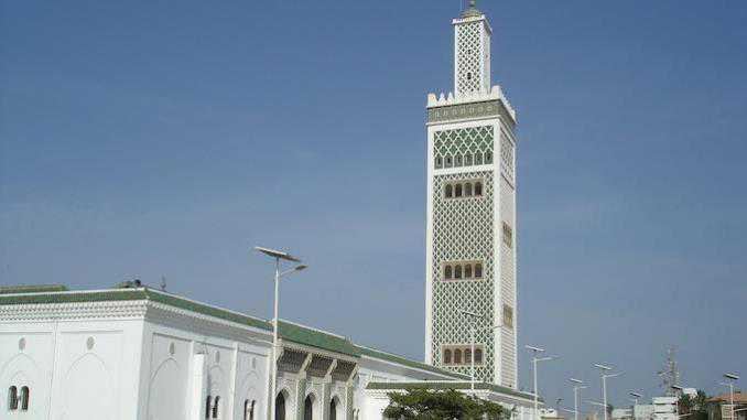 بالمسجد الكبير لدكار: صلاة التراويح تكرس جسور التواؤم بين المغاربة والسنغاليين