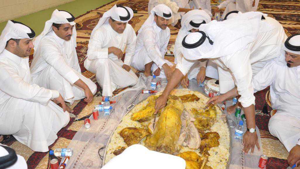 رمضان والجاليات في قطر.. عبادات وموائد سمر وحنين متوقد إلى الديار