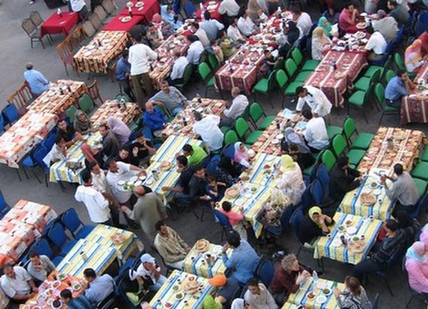 الرشيدية .. موائد الإفطار الرمضانية مبادرات خلاقة تعكس تشبث المغاربة الموصول بقيم التضامن والتآزر