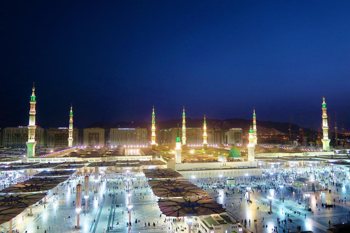 استحباب ابتداء الدعاء بالصلاة و السلام على النبي صلى الله عليه و سلم