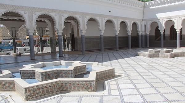 مسجد الإمام مالك...تحفة معمارية في قلب فاس