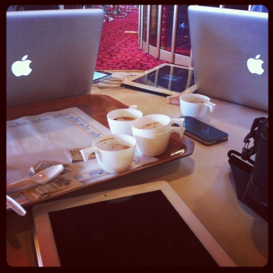 À bord : Apple et cafés