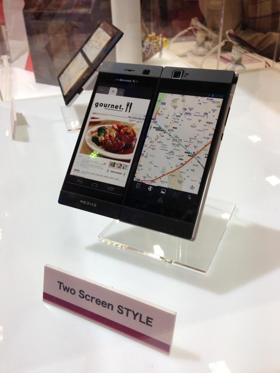 Télephone Nec avec un double écran. Je ne vois pas vraiment son utilité...