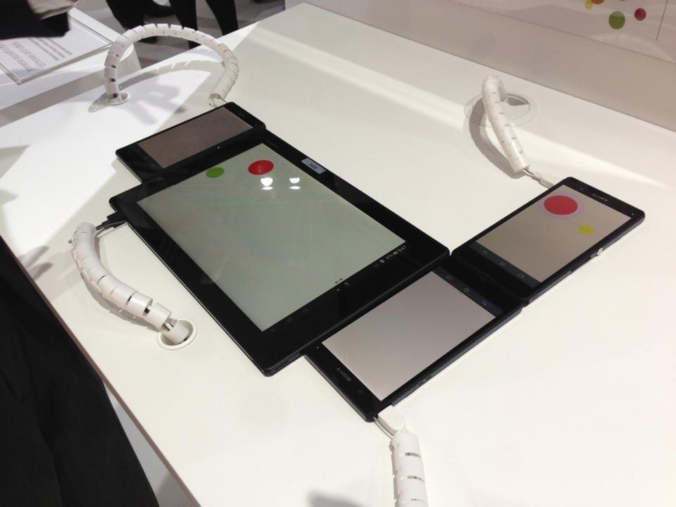 Les appareils se connectent lorqu'ils sont à coté. Je pouvais voir le rond rouge naviguer sur tous les écrans. Utile pour les jeux ? Peut-être..