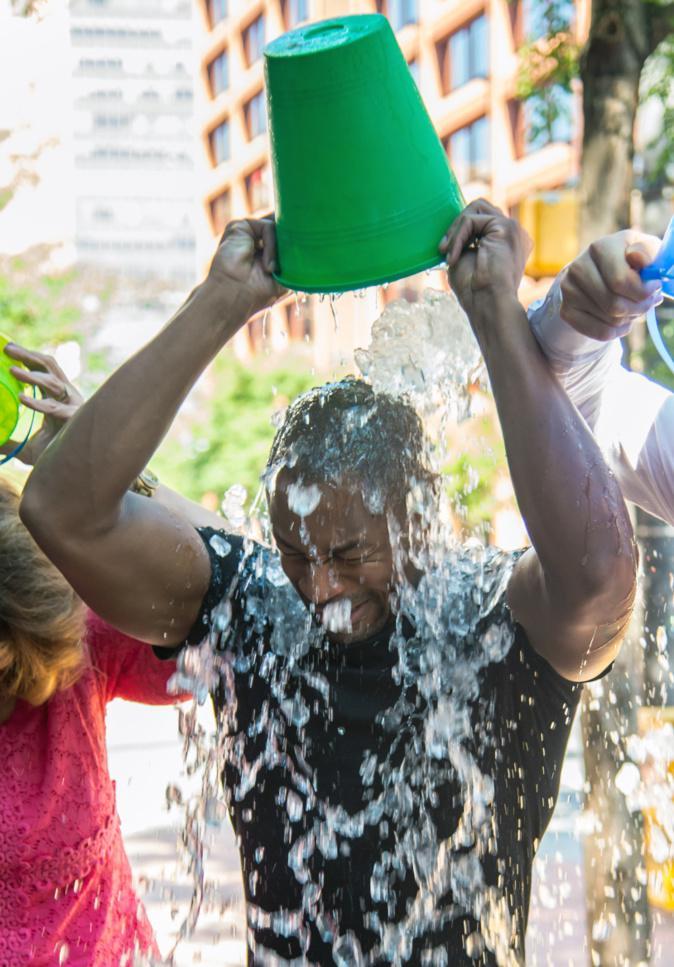 8 leçons sur l'engagement de l'association SLA : Ice Bucket Challenge