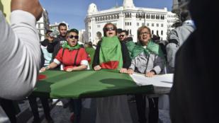 """Algérie/""""Hirak"""": le régime traque ses opposants sur Facebook"""
