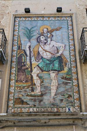 Raffigurazione murale del Patrono S. Cristofero (in ceramica di Caltagirone)