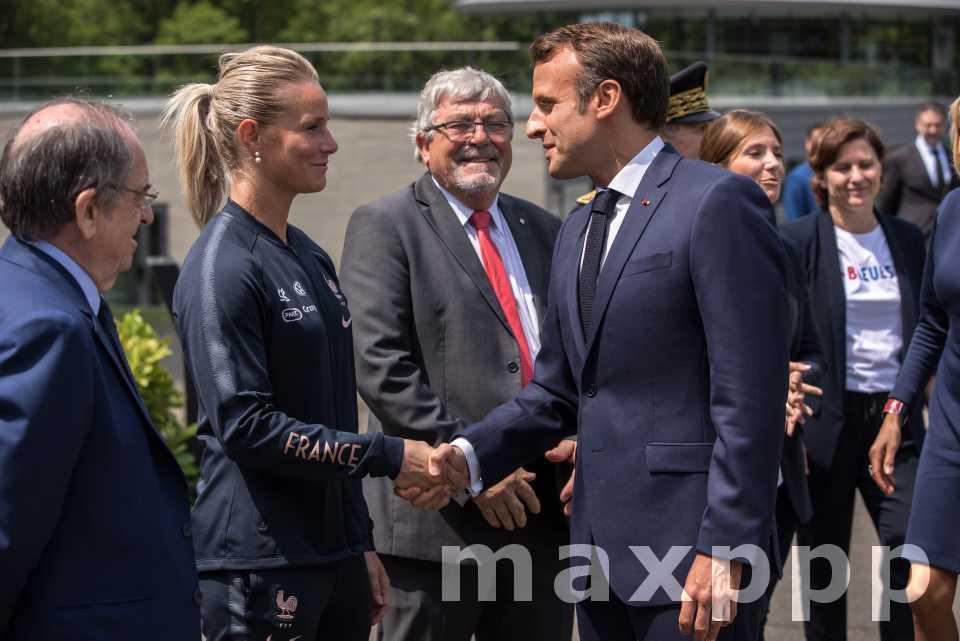 Journée foot pour les Macron