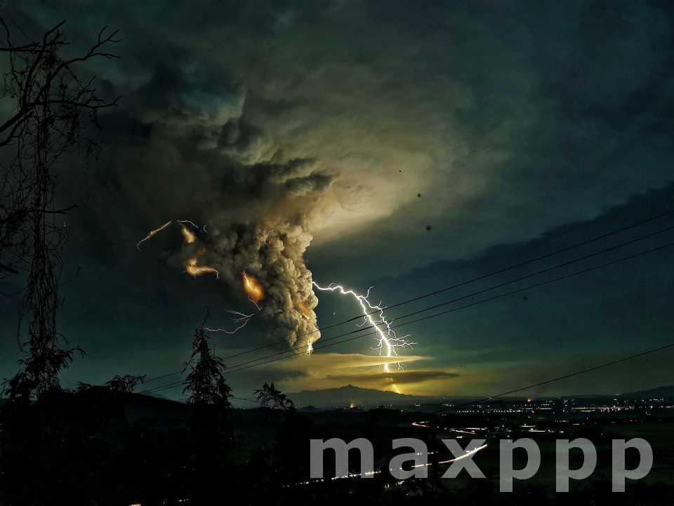 Le volcan Taal s'est réveillé