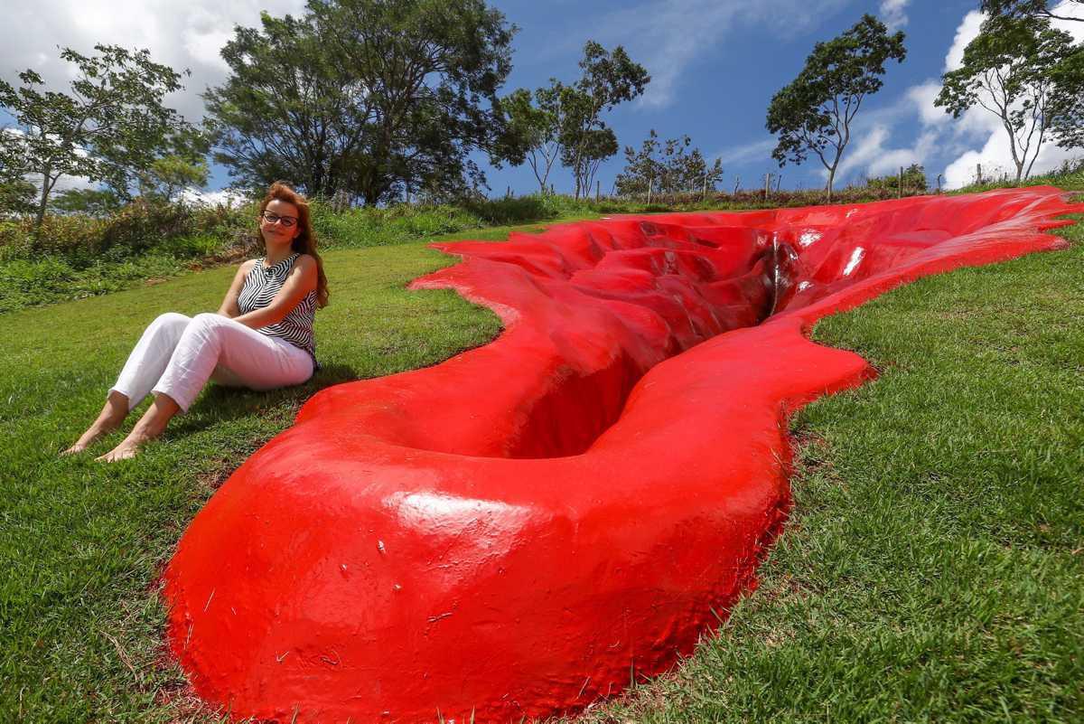 Brésil : une sculpture de vulve géante crée la polémique