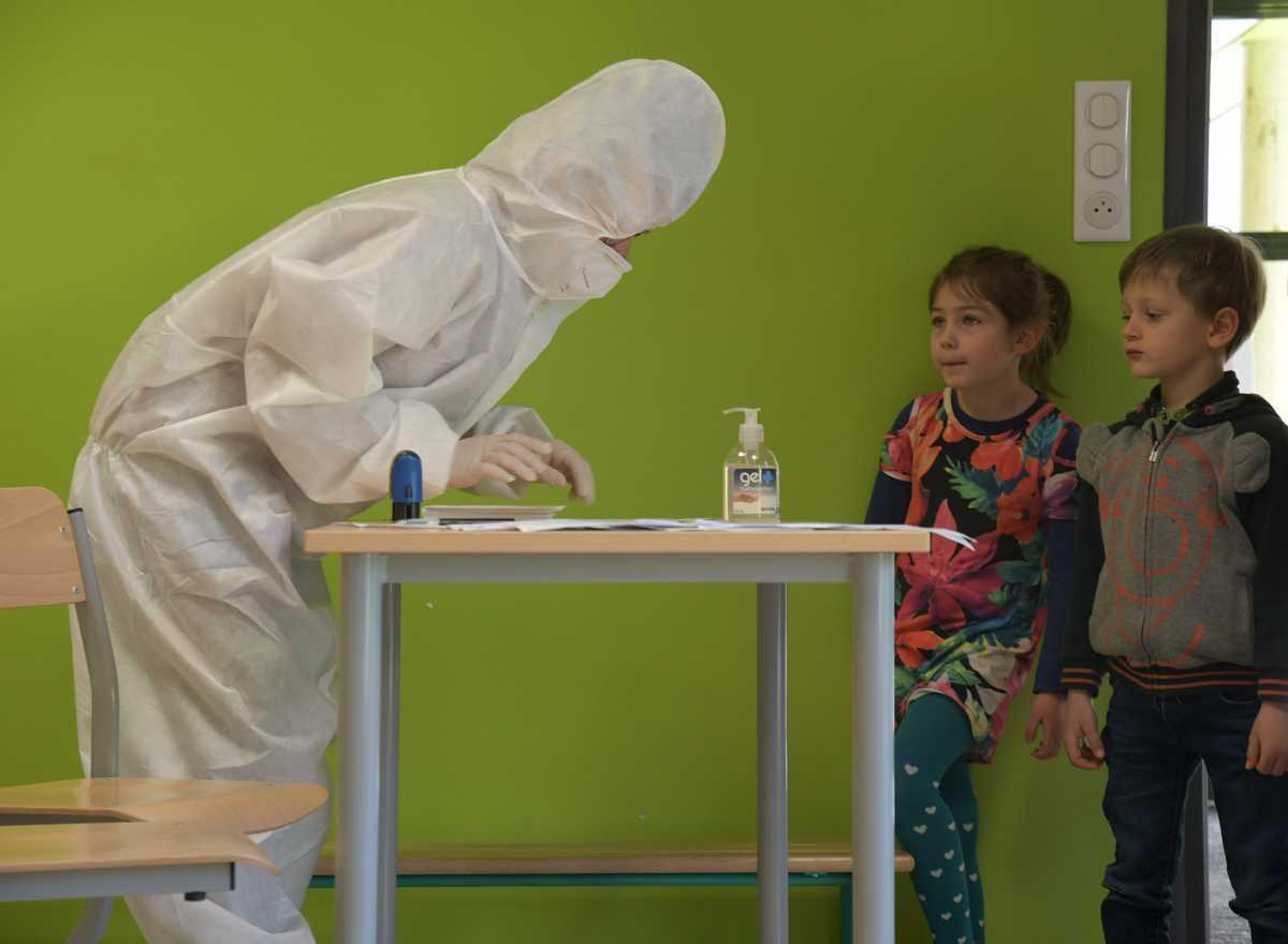 [Focus] Les tests salivaires à l'école pour surveiller au plus près la pandémie chez les enfants