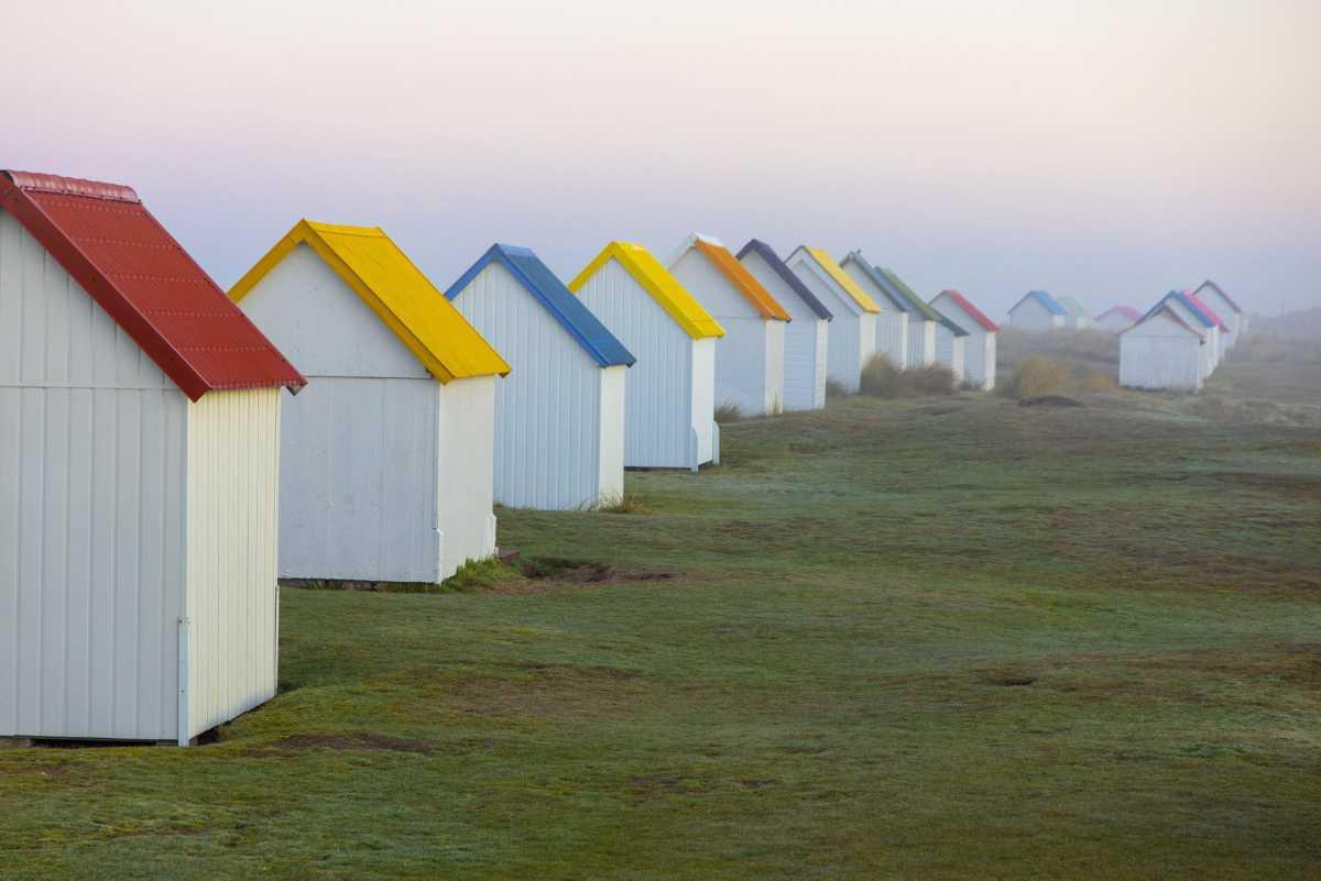 [ Focus ] - Les cabines de plage de Gouville-sur-Mer, un lieu insolite à découvrir !