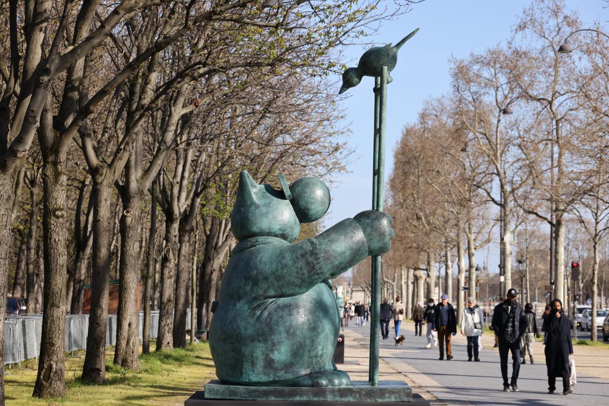 [Focus] Le Chat déambule, Geluck expose 20 statues sur les Champs-Elysées