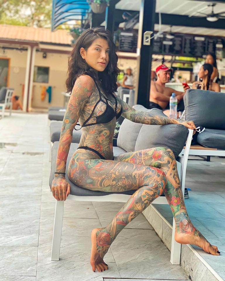 [Focus] - Impressionnant ! 98% du corps de cette jeune fille est tatoué