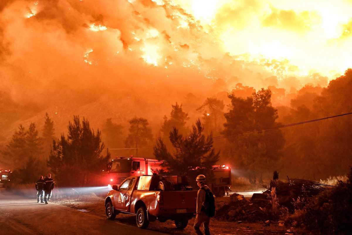 [Focus] - Grèce : impressionnant incendie sur les côtes du Golfe de Corinthe