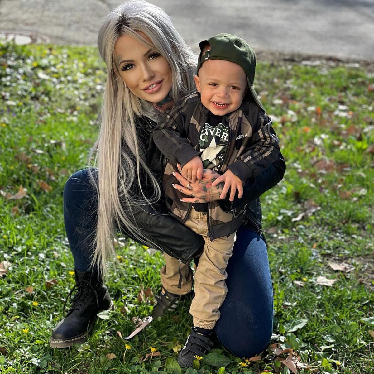 [ Focus ] - Une maman se tatoue le corps de super-héros Marvel pour son fils !