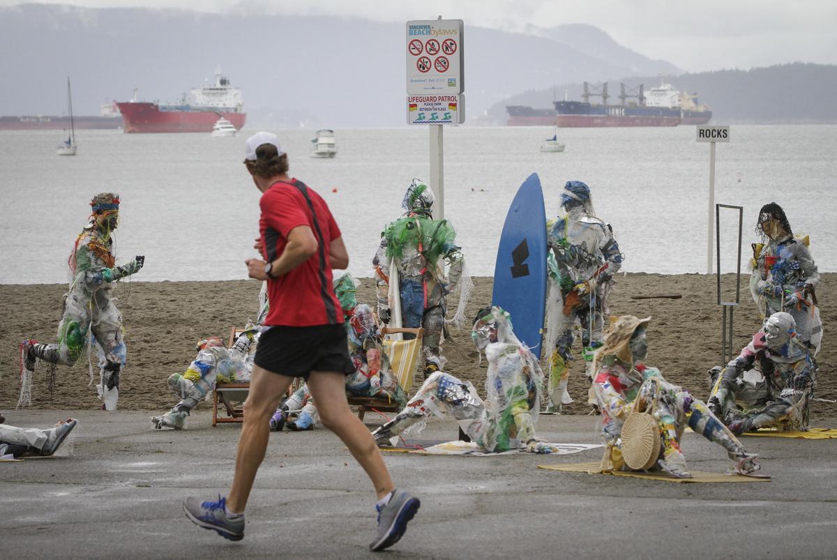 [Focus] - Insolite : Des figurines fabriquées avec des déchets plastiques exposées à la plage de Vancouver