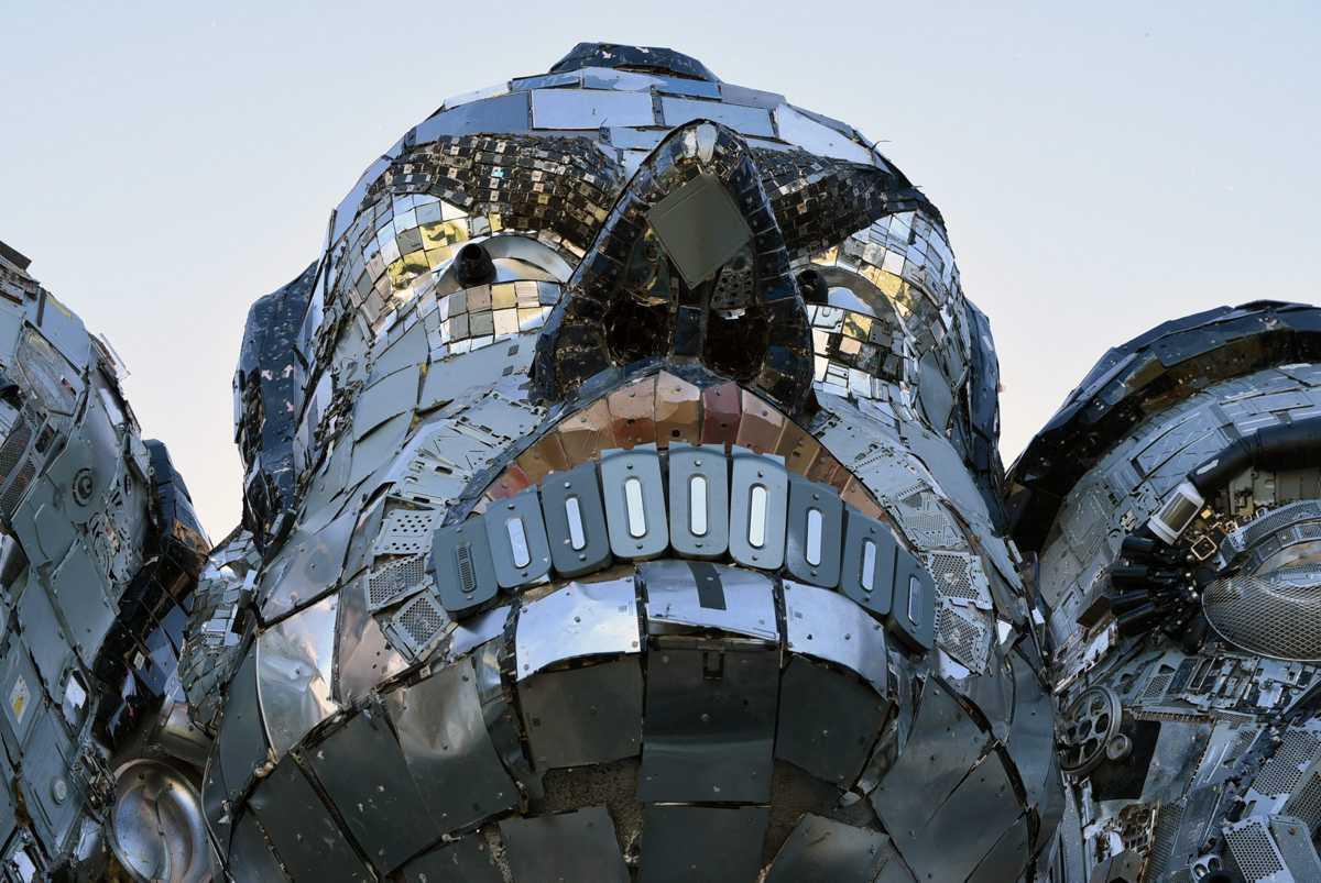 """[ Focus ] - """"Mount Recyclemore"""", la sculpture en déchets électroniques des leaders du G7 !"""