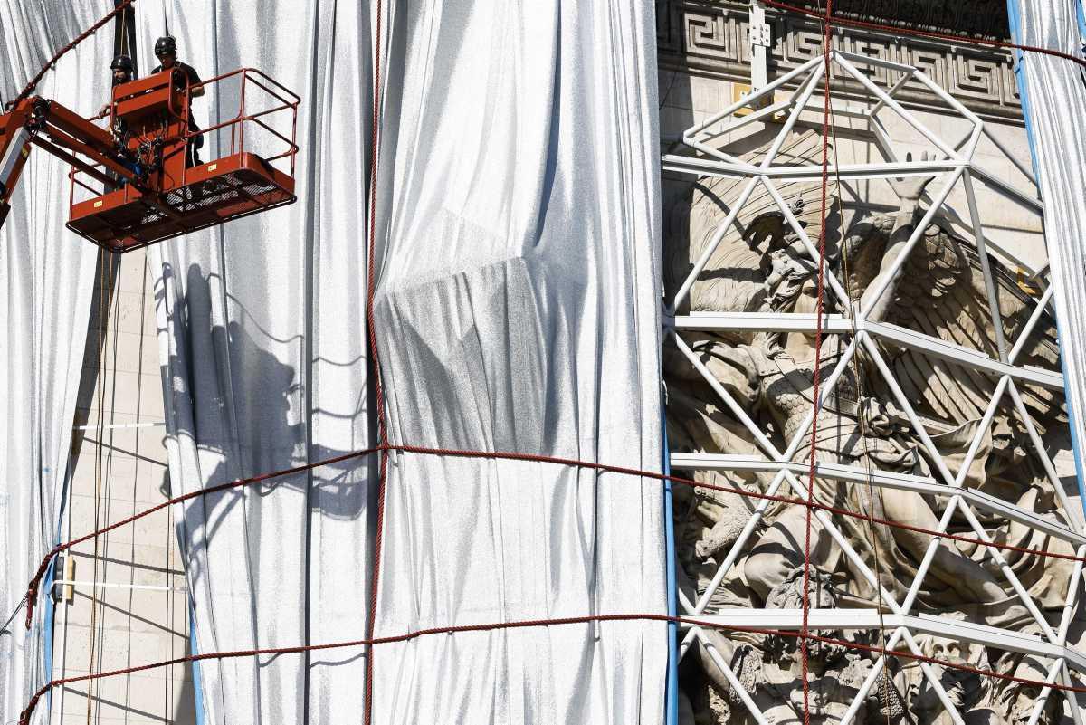 [Focus] - On déballe l'Arc de Triomphe ! Fin de l'installation de Christo et Jeanne-Claude