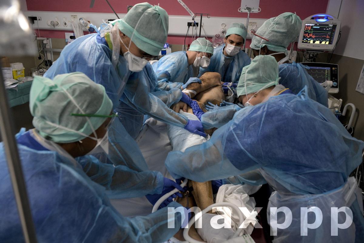 Réanimation Covid à l'hôpital Lyon Sud le 16 novembre 2020