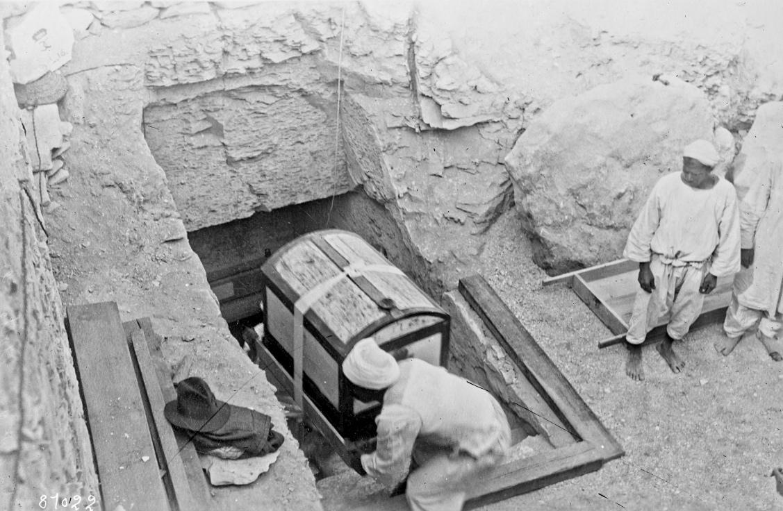 Découverte au tombeau du pharaon Toutânkhamon