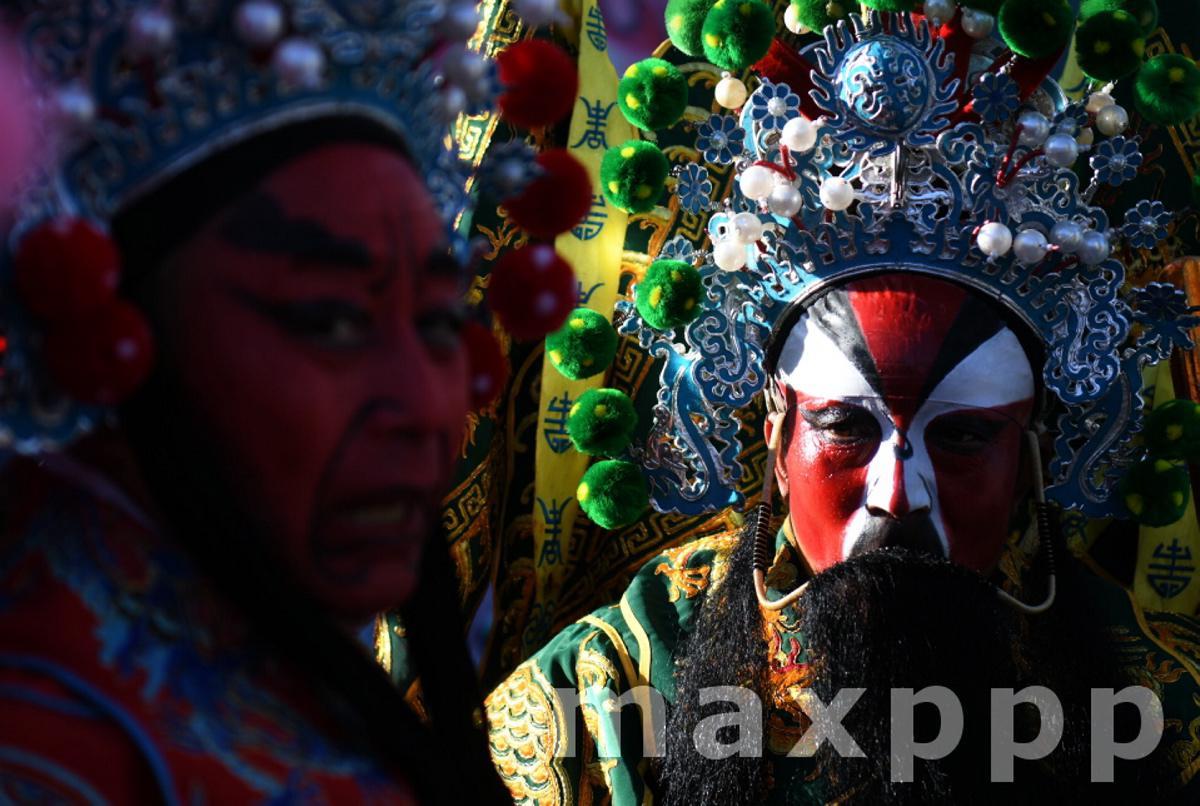 Chinese local opera artists