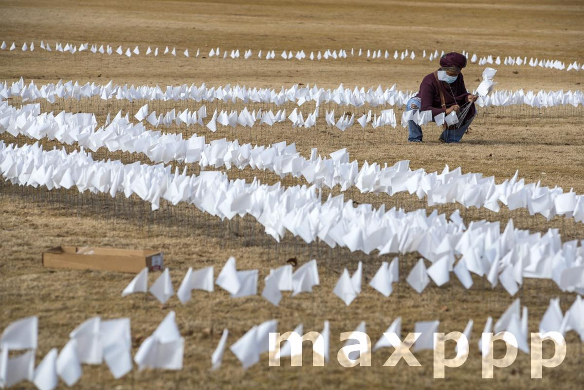 10,000 white flags in remembrance of COVID-19