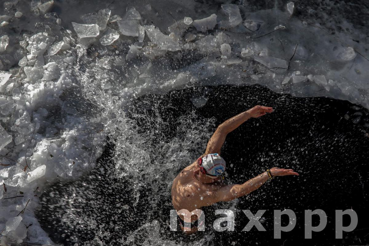 Winter swimming in Beijing as strong cold wave sweeps across China