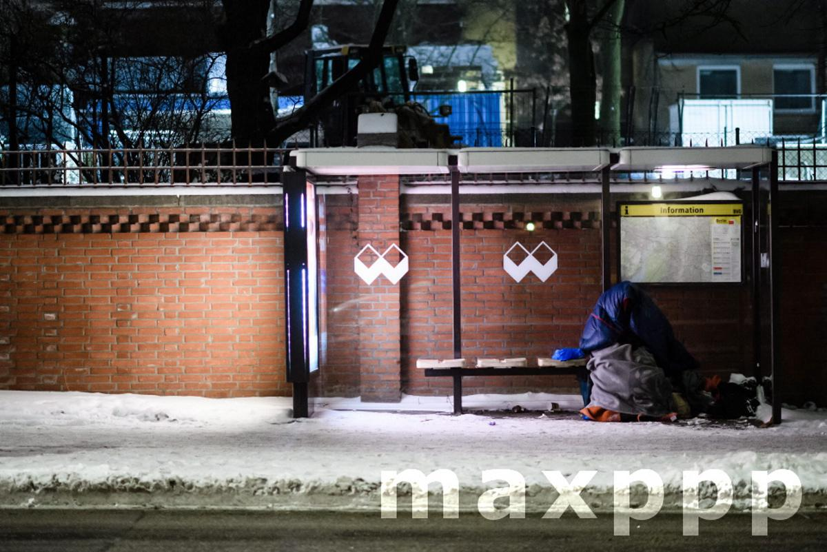 German Red Cross heat bus operation supports homeless people during extreme low temperatures