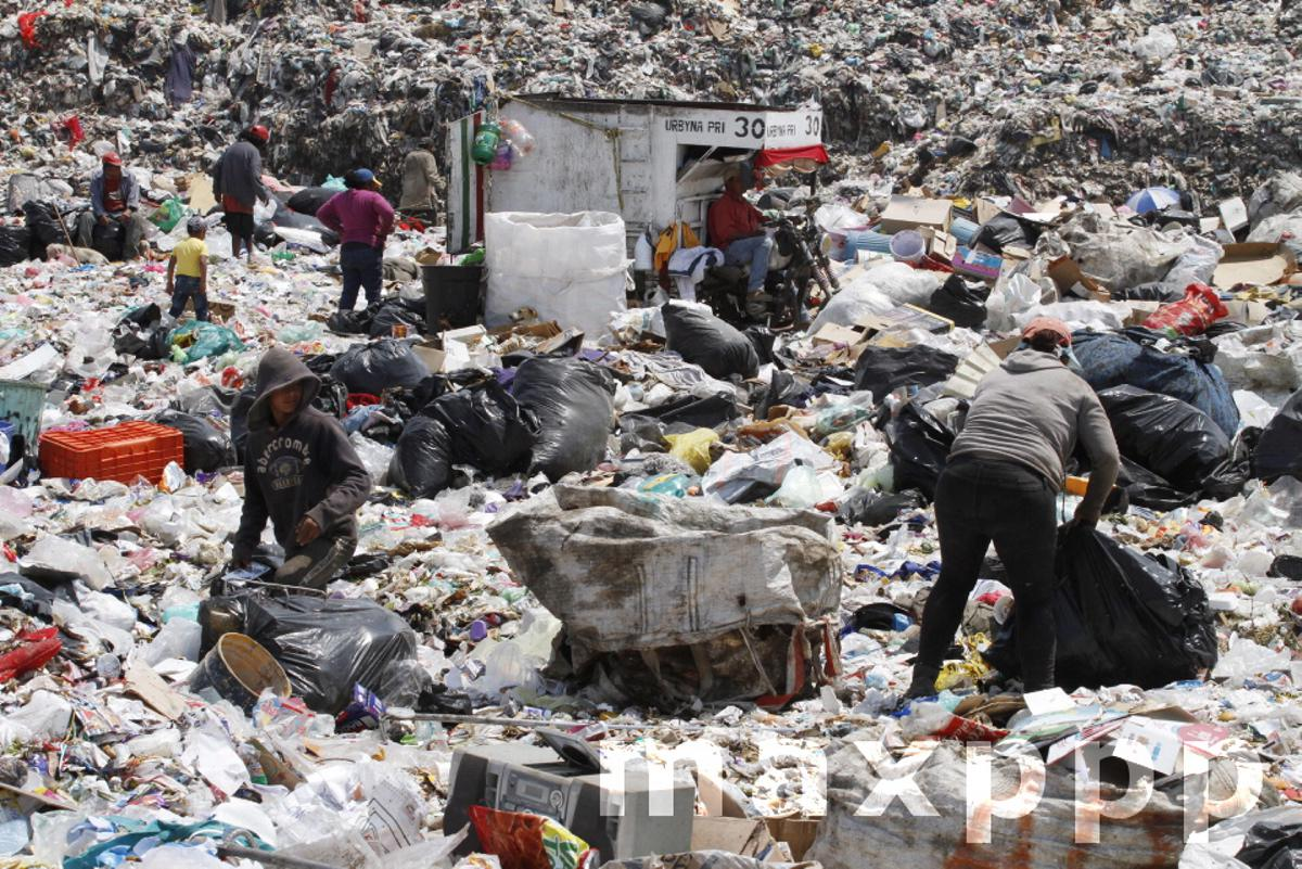 Mexico: Garbage Collectors from Garbage Deposit Neza Bordo III