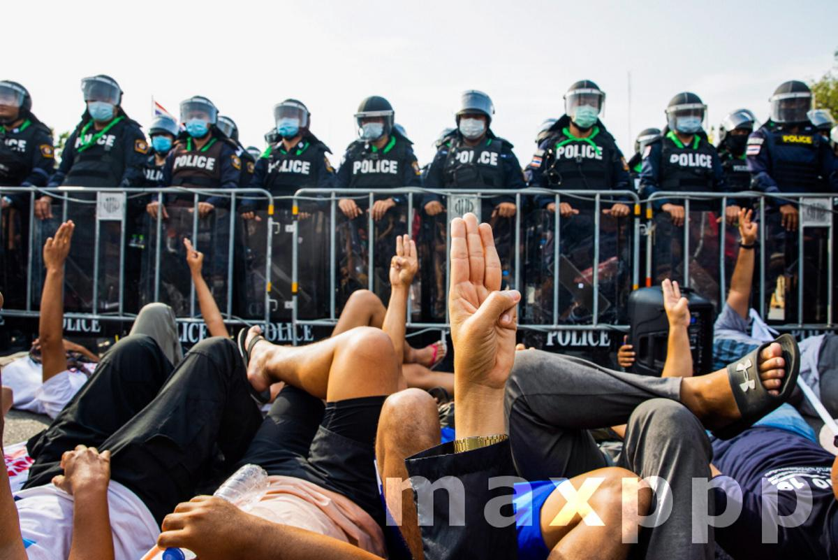 ''Walk through sky'' protesters gather at the Government house in Bangkok