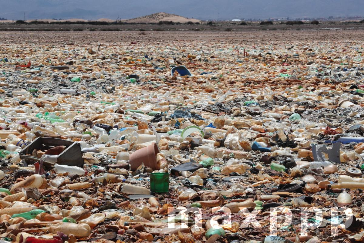 A Bolivian lake, declared a Ramsar site, is now a desert garbage dump