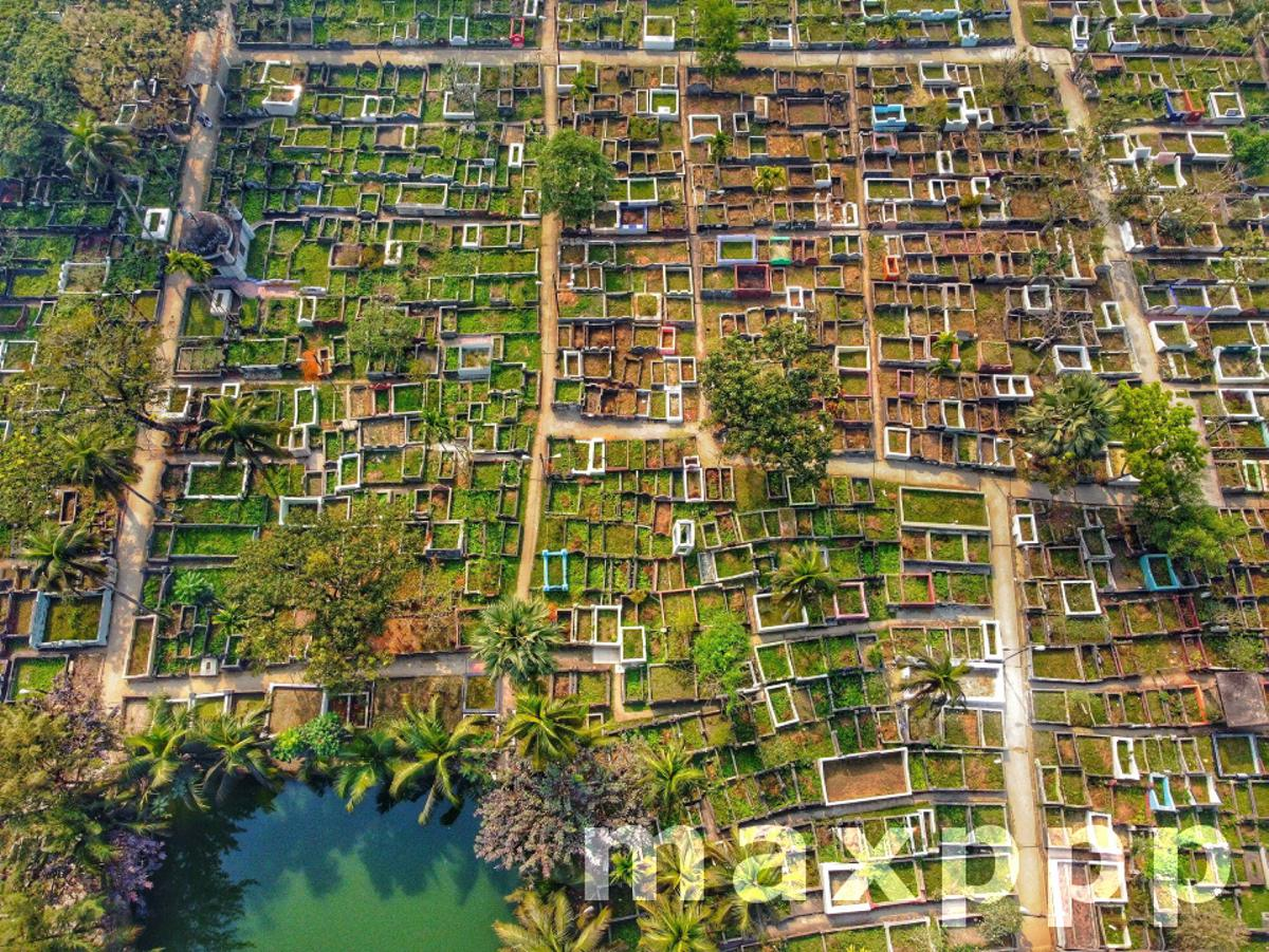 Bangladesh: Muslim Graveyard in Barishal