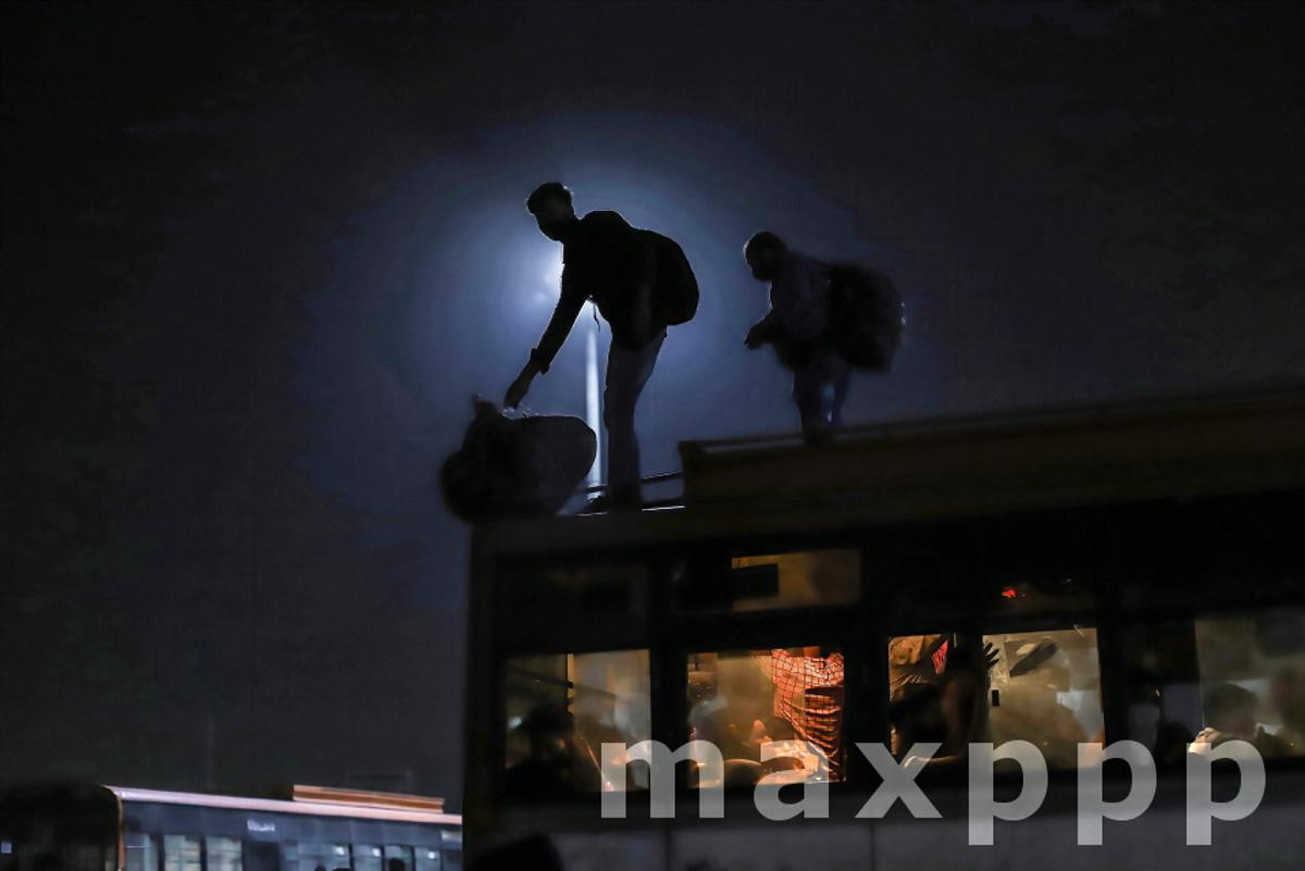 Migrants workers return native place in Delhi, India - 19 Apr 2021