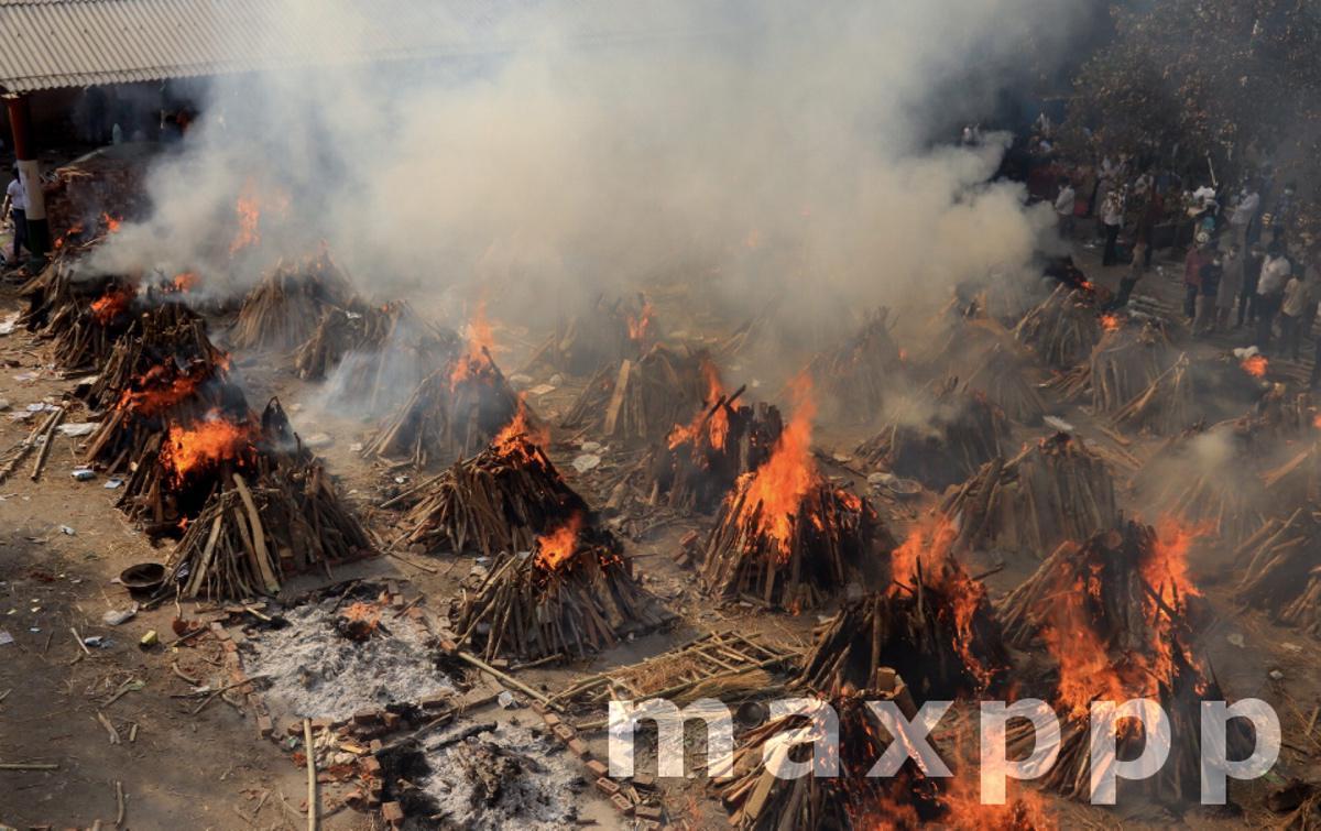 Mass Cremation of Covid19 victims in New Delhi, India