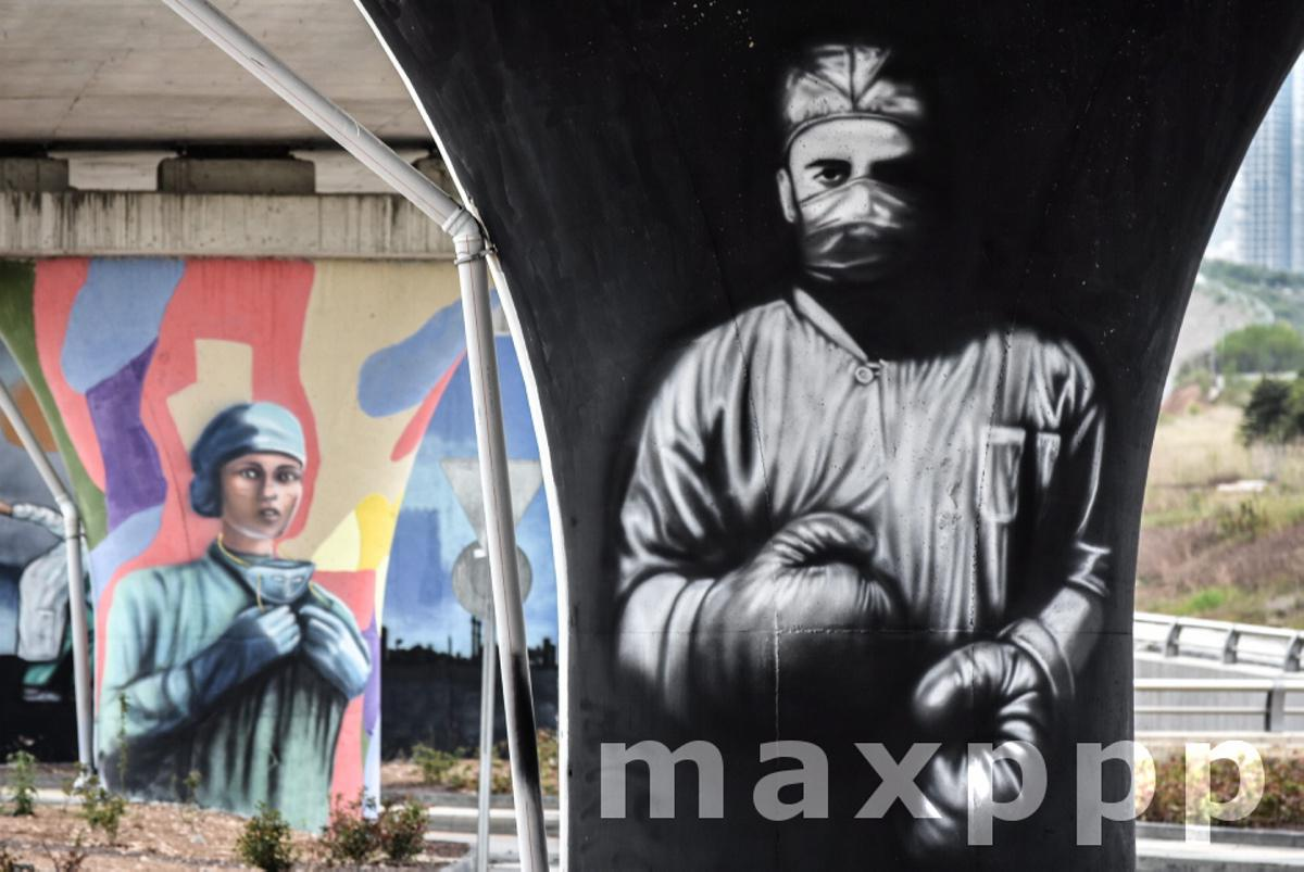 Graffiti symbolizing dedication of healthcare workers in Ankara