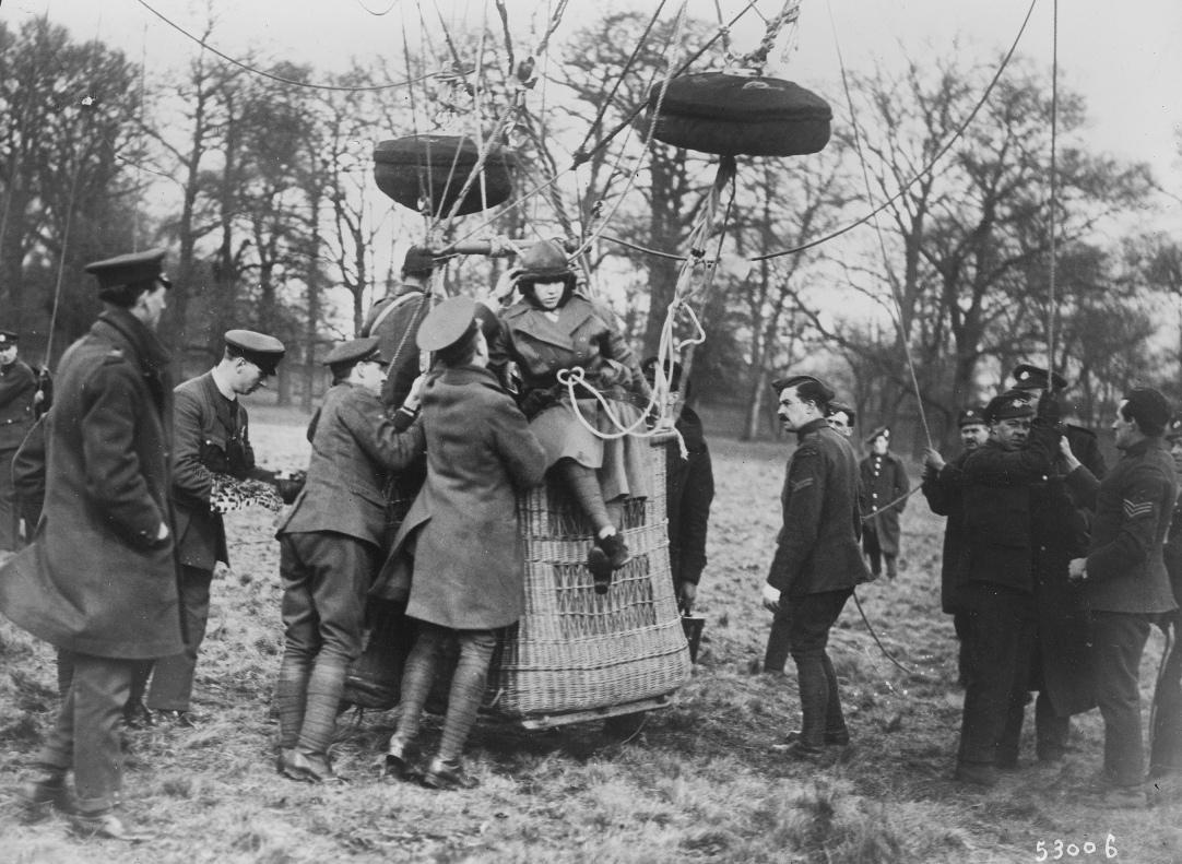 Miss Boyden, femme parachutiste