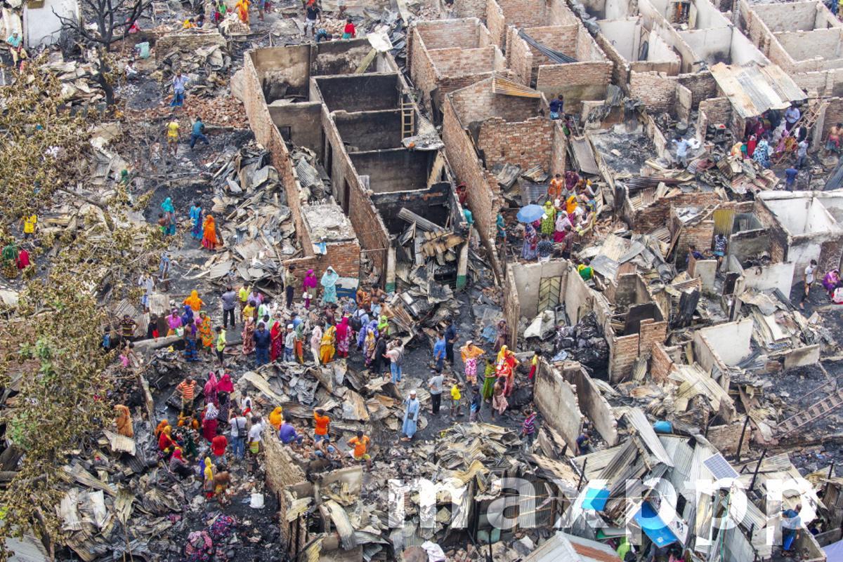Massive fire engulfs over 300 shanties in a Dhaka slum