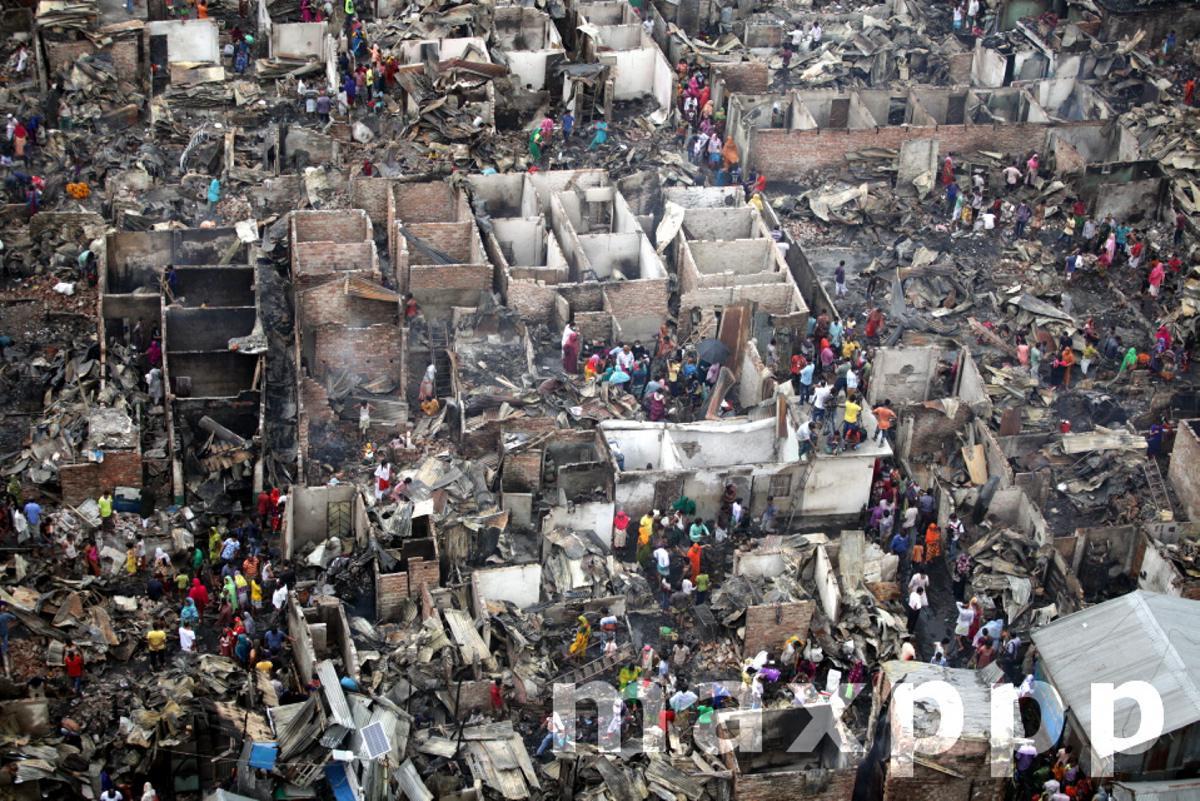 Fire Destroys 500 Shanties In Dhaka Slum
