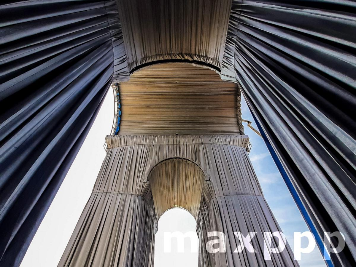 Preparation of the wrapping of landmark Arc de Triomphe monument in Paris