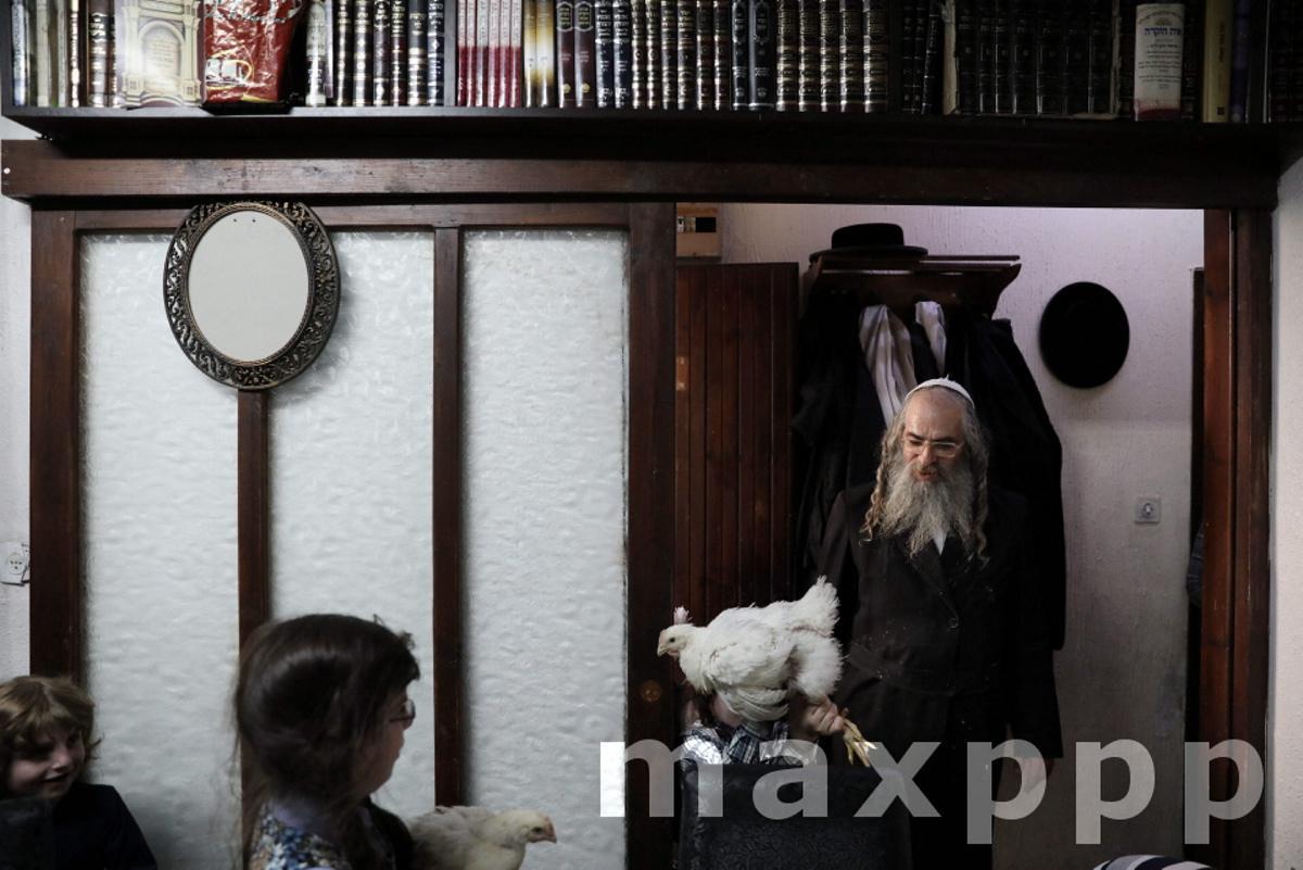 Kapparot ritual in the Mea Shearim neighborhood