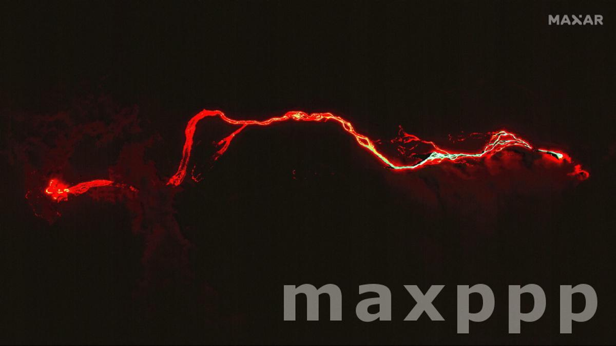 Lava flow from Cumbre Vieja volcano reaches the Atlantic Ocean