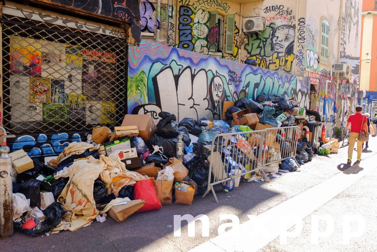 Garbage collectors strike in Marseille, France