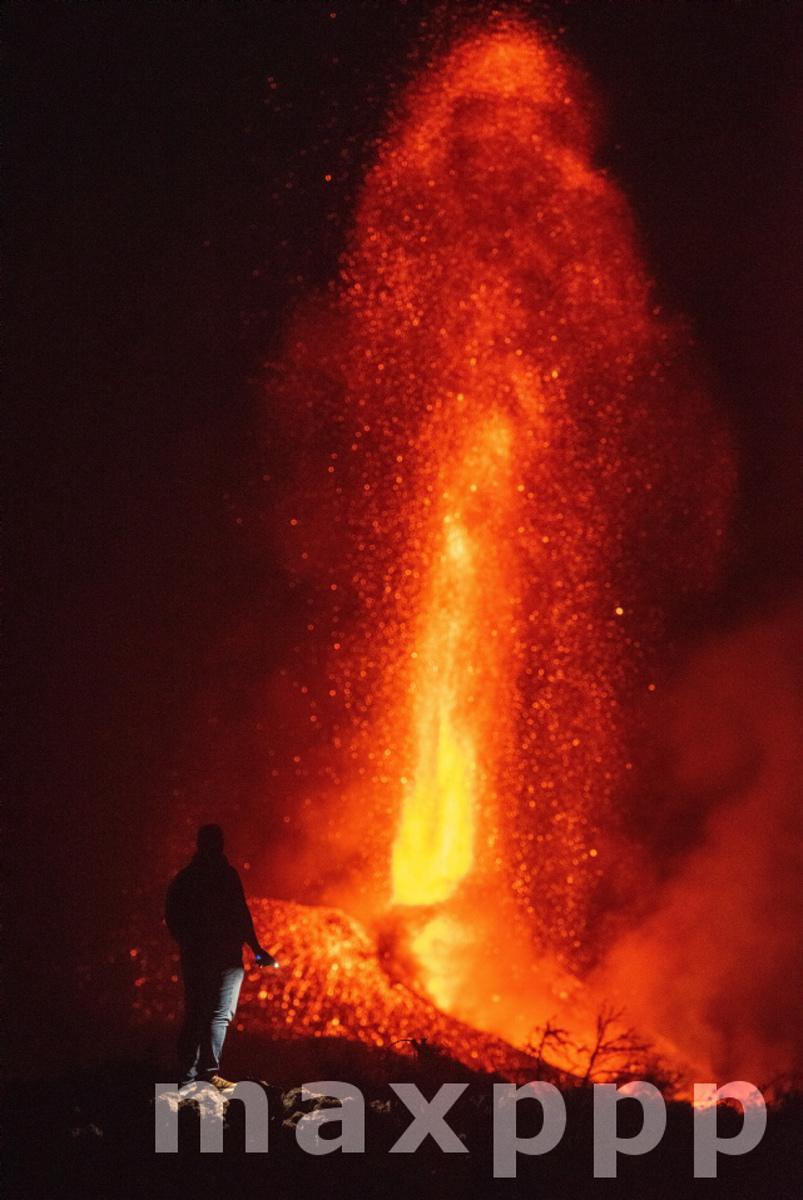 La Palma volcano continues its activity