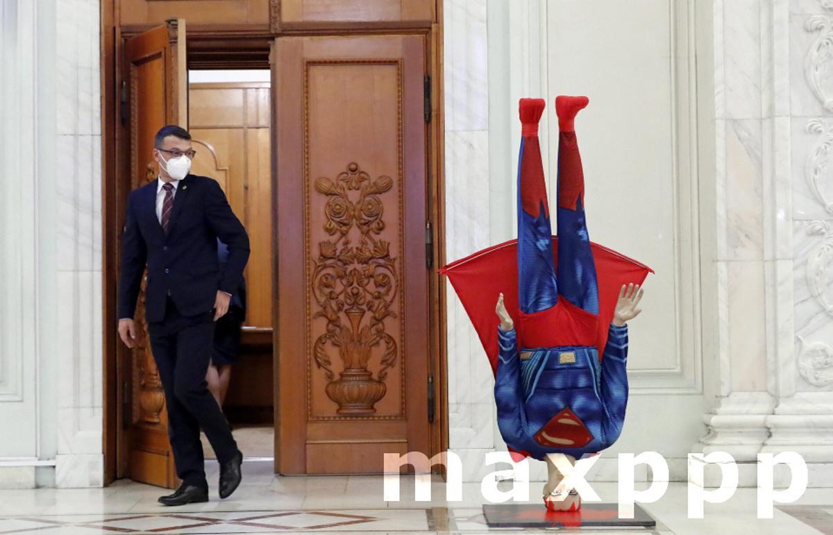 Romanian Prime Minister Citu facing a no-confidence vote in Parliament